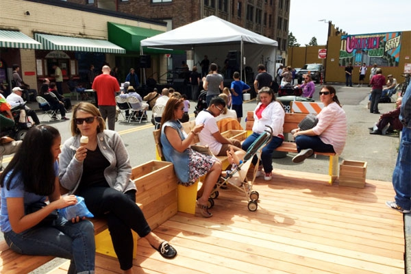 Packed Parklet at Street Fair 2015