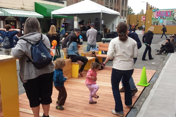 Parklet at Street Fair - Photo by Jordan Lewis